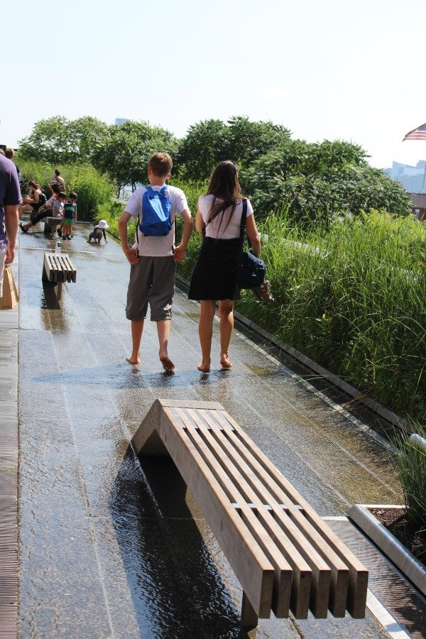 The walking fountain along the High Line