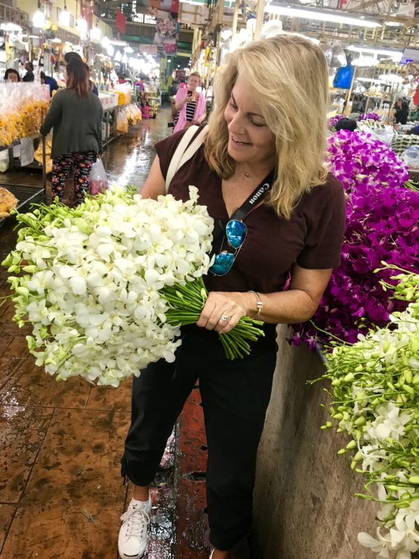 The amazing flower market of Bangkok is one of the ten reasons to visit Thailand.